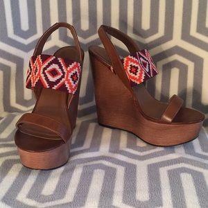 Shoe Dazzle Brown Wedges w/Tribal Print Size 7.5